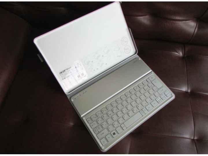 Чехол со съёмной bluetooth-клавиатурой для планшета acer iconia tab w700/w701/w7 серый кожаный (царапины на че..