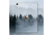 Фирменная оригинальная защитная пленка-наклейка с рисунком на твёрдой основе, которая не увеличивает  в размерах для iPad Pro 10.5 тематика Туманный Лес