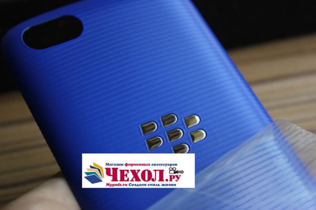Родная задняя крышка-панель которая шла в комплекте для blackberry 9720 голубая
