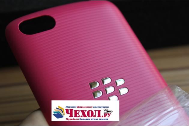 Родная задняя крышка-панель которая шла в комплекте для blackberry 9720 розовая