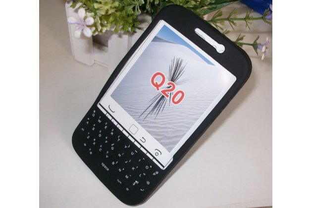 Силиконовый  чехол-пенал для blackberry q20 classic с 3d клавиатурой и защитой кнопок от пыли и воды черный