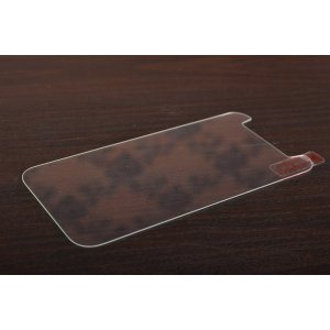 Защитное закалённое противоударное стекло премиум-класса с олеофобным покрытием совместимое и подходящее на телефон zte blade v8