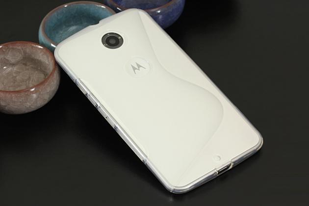 Ультра-тонкая полимерная из мягкого качественного силикона задняя панель-чехол-накладка для  motorola nexus 6 белая