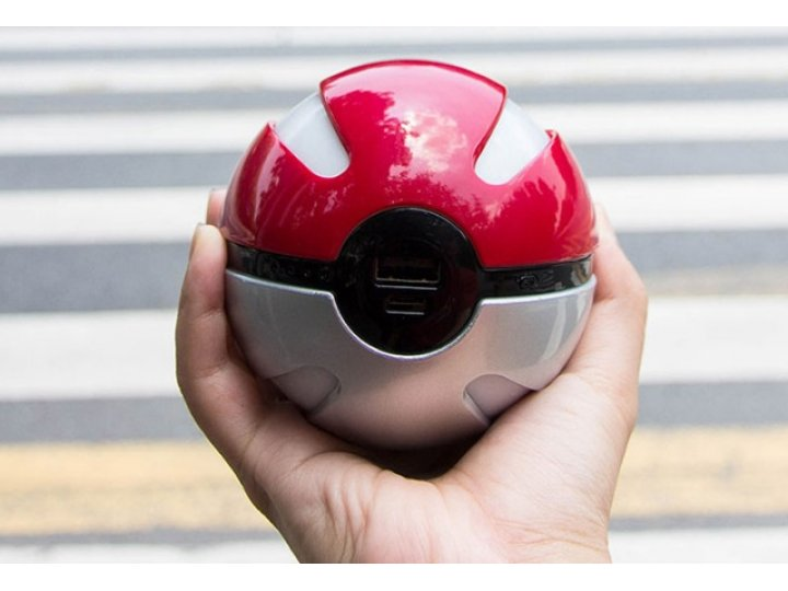 Внешнее портативное зарядное устройство/ аккумулятор в виде покебола pokemon go ёмкостью 10000  mah  пластиков..