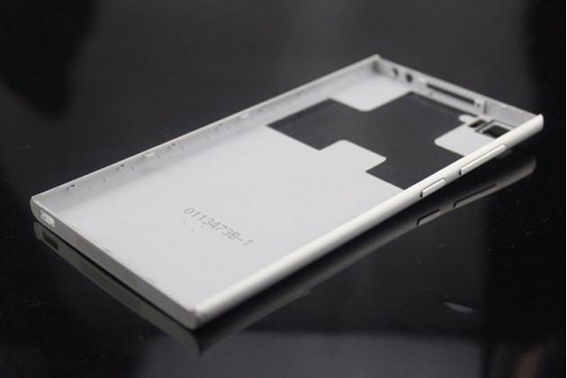 Родная оригинальная задняя крышка-панель которая шла в комплекте для xiaomi mi3 серебристая