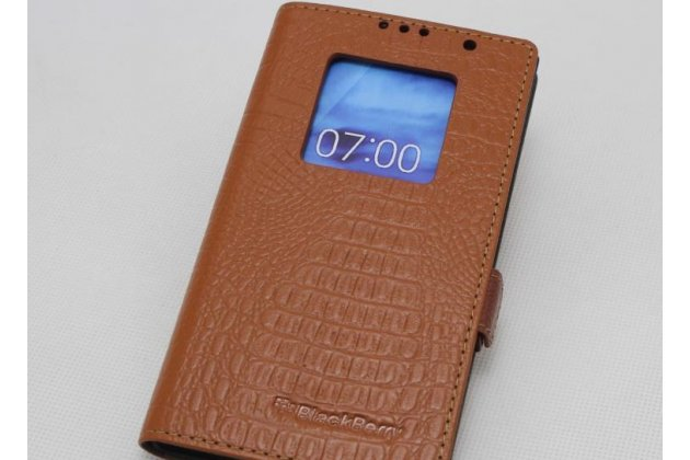 Чехол-книжка с фактурной прошивкой рельефа кожи крокодила с логотипом и окошком для входящих вызовов для blackberry keyone/ dtek70 светло-коричневый