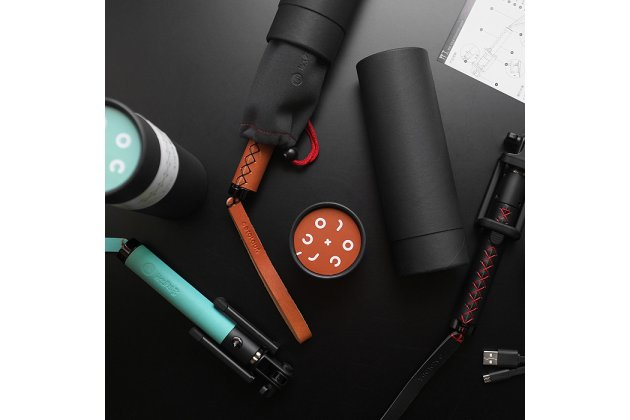 Элитная портативная беспроводная bluetooth селфи-палка/ штатив из качественной импортной кожи с ремешком на руку