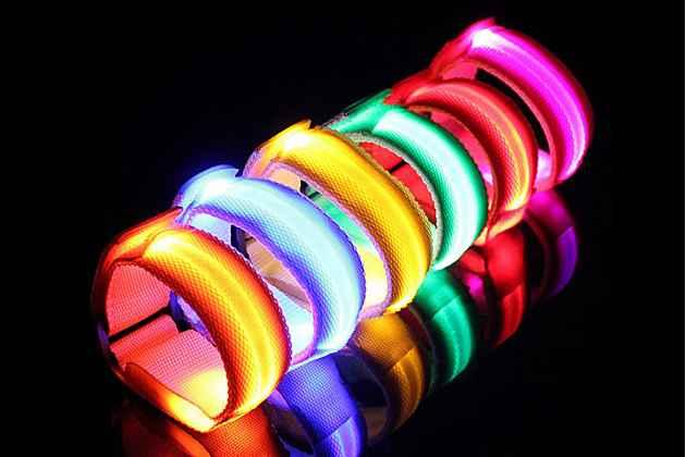 Необычный красивый светодиодный светящийся браслет/ ремешок на руку из нейлона с удобной застежкой на липучки