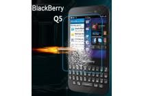 Защитное закалённое противоударное стекло премиум-класса из качественного японского материала с олеофобным покрытием для телефона blackberry q5