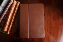 Чехол бизнес класса для ipad pro 10.5 с визитницей и держателем для руки коричневый натуральная кожа prestige италия