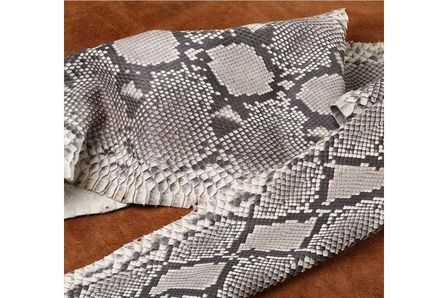Элегантная экзотическая задняя панель-крышка с фактурной отделкой натуральной кожи крокодила белого цвета для nokia 8 . только в нашем магазине. количество ограничено.