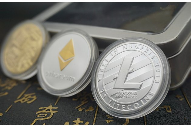Подарочный набор коллекционных сувенирных монет bitcoin, litecoin , etherium