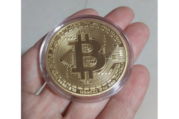 Коллекционная сувенирная монета bitcoin (биткойн) золотого цвета